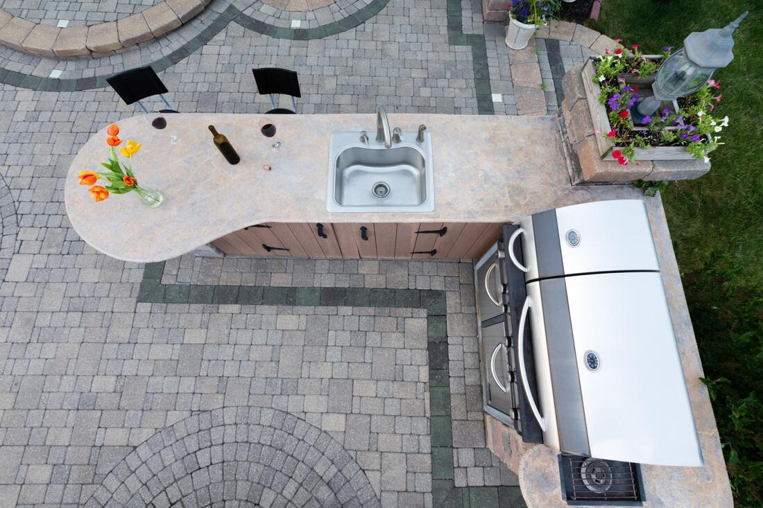 professional outdoor kitchen contractor